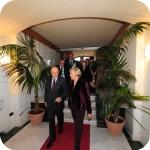 Il Presidente Giorgio Napolitano e il Rettore Lida Viganoni all'ingresso di via Partenope di Palazzo Du Mesnil