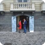 L'ingresso di Palazzo Du Mesnil su via Partenope