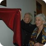 Laura Agrimi scopre la targa della Biblioteca