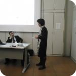 A sinistra, il professore Abduresit Jelil Qarluk