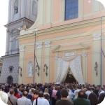 Chiesa gremita e piazza affollata per Assunta Liguori (foto di Azzurra Mancini)