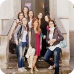 Le studentesse all'ingresso del Conservatorio delle Orfane di Procida