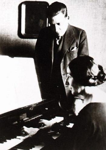 Francis Poulenc e la clavicembalista Wanda Landowska (Fonte: Bibliothèque nationale de France)