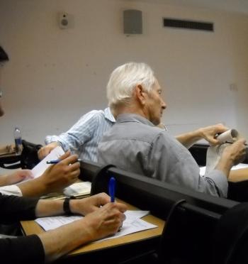 Il professor Alessandro Triulzi ascolta i relatori